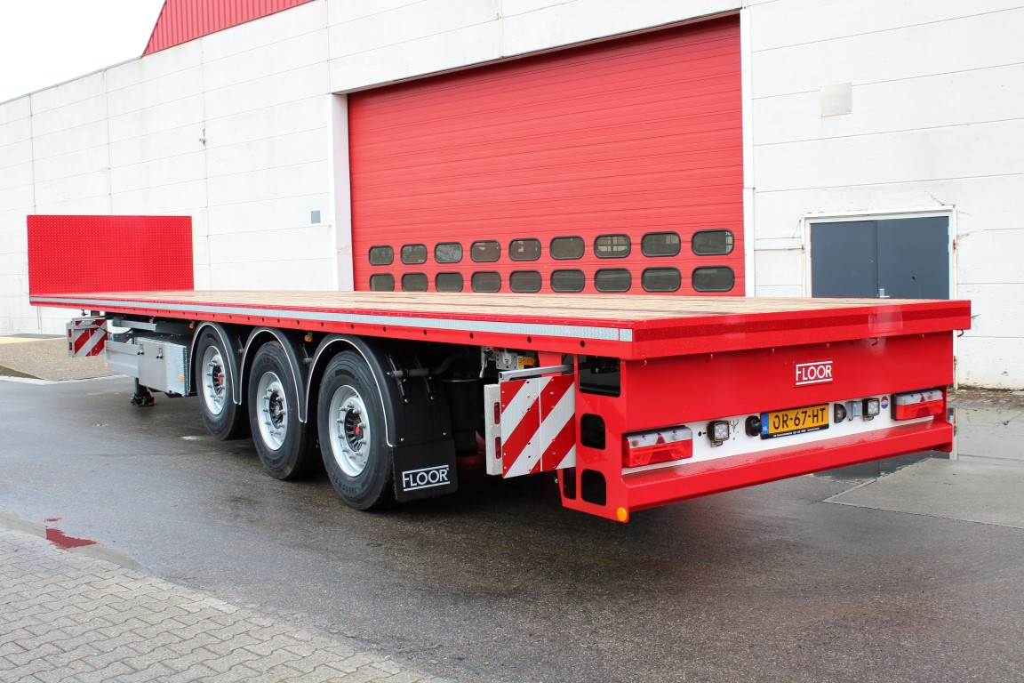 Zes Floor trailers voor Nijkamp Transport