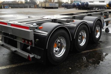 Hobur containerchassis voor Robert Hofer tanktransporte